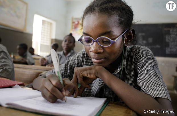 Une écolière en classe à Fada N'gourma au Burkina Faso.