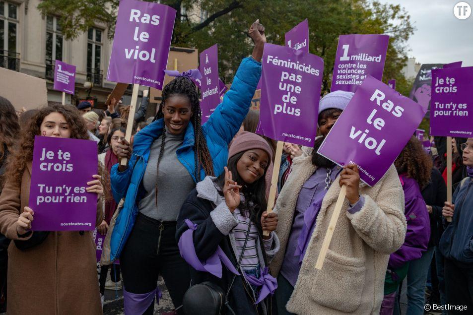 Les slogans puissants et féministes de la marche #NousToutes.