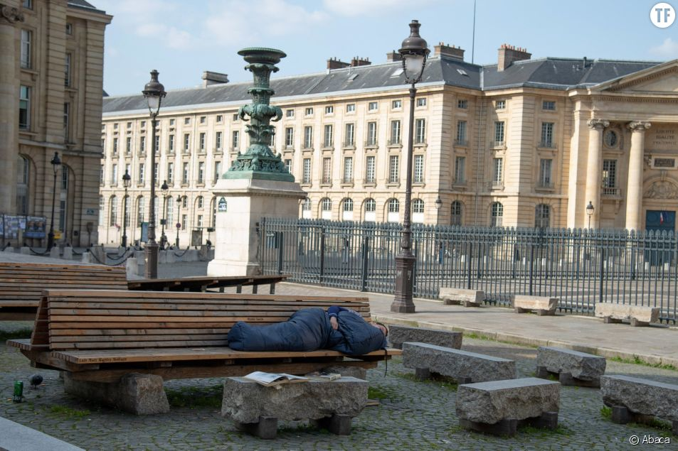 Personne SDF pendant le confinement près du Panthéon à Paris, 19 mars 2020
