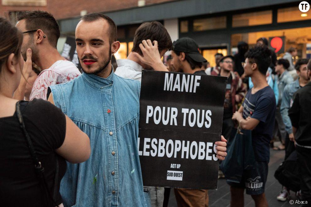 Un baiser lesbien pour contrer la haine de La Manif pour tous à Toulouse