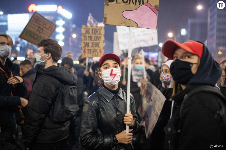 Le gouvernement polonais suspend l'interdiction quasi totale d'IVG sous la pression