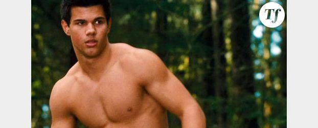 Twilight 4 : Bella, Jacob et Edward arrivent au cinéma - Vidéo