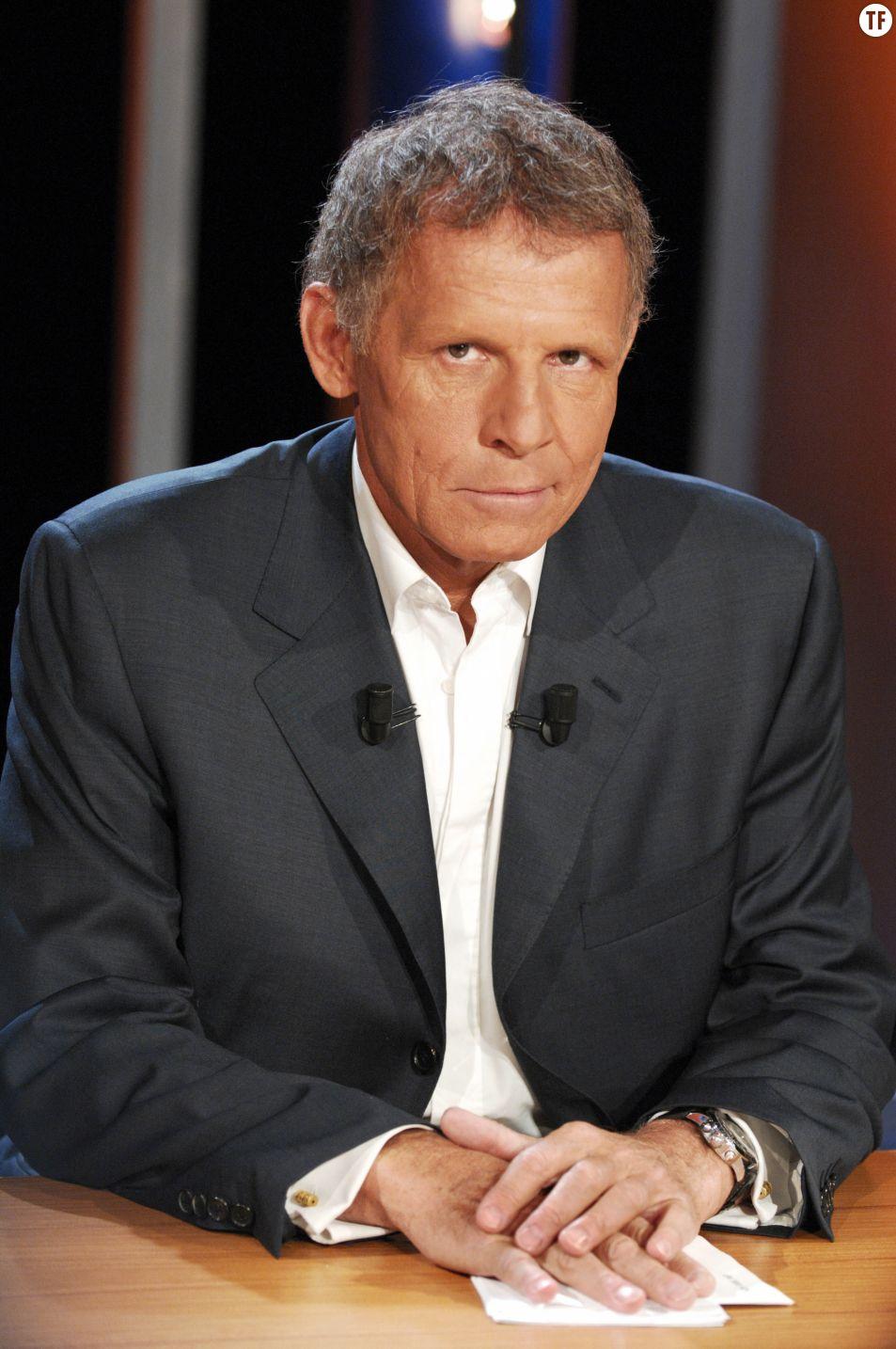 """Patrick Poivre d'Arvor sur le tournage de """"Vol de Nuit"""" en avril 2007"""
