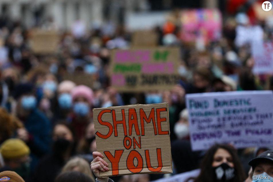 A Londres, la foule indignée par le meurtre de Sarah Everard.