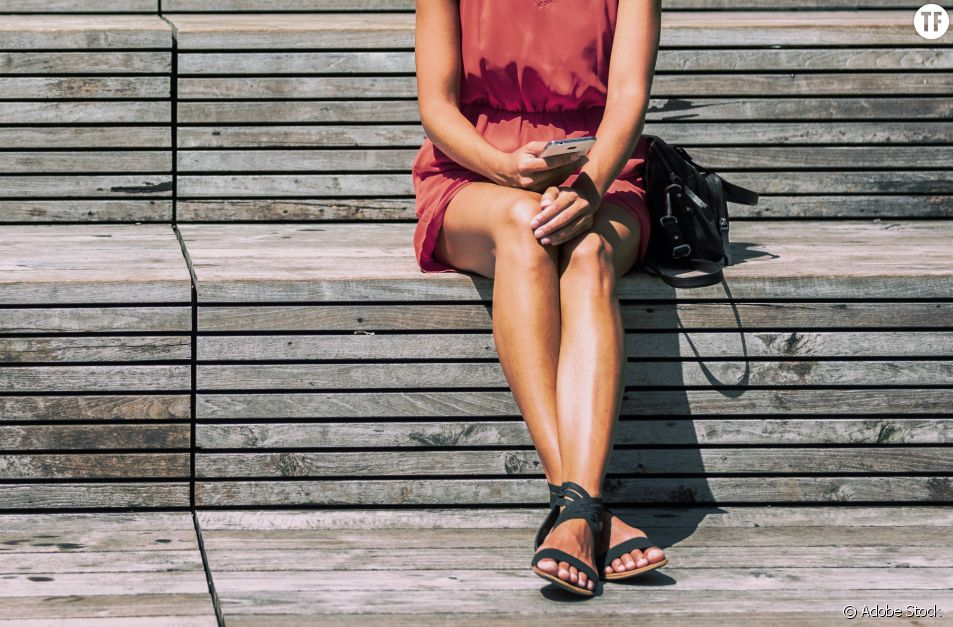 """""""J'étais assise par terre en jupe"""" : Julie Henches, humiliée par un agent municipal sexiste"""
