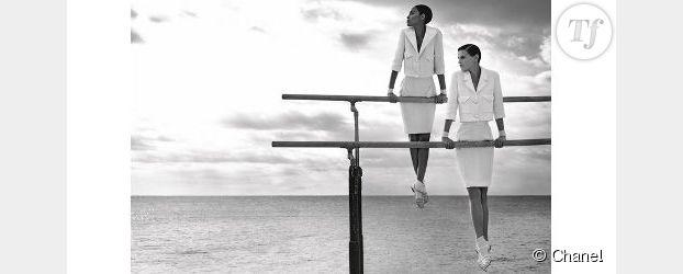 Chanel : les gymnastes en tailleur de Karl Lagerfeld - Vidéo