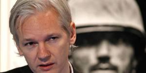 Wikileaks : Julian Assange se rend à la Police