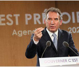 François Bayrou : « J'ai autour de moi autant d'expertes femmes que d'hommes »