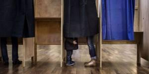 Présidentielle 2012 : les Français appelés à choisir entre Hollande et Sarkozy