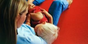Maternité : les féministes plus impliquées dans leur rôle de mère