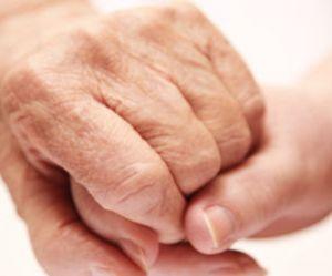 La maltraitance des personnes âgées se joue souvent dans le cercle familial