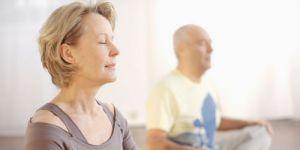Séniors : lutter contre la solitude grâce à la méditation en pleine conscience