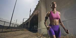 Faire du sport en musique est plus efficace : notre playlist footing