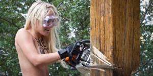 Femen : la militante tronçonneuse de croix activement recherchée