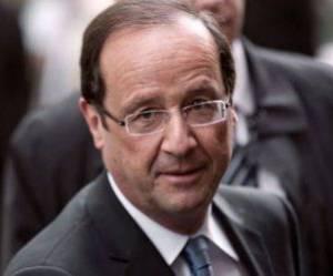 Hollande contraint de donner un cours de communication à ses ministres