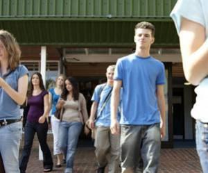 Rentrée scolaire 2012 : Les APS, nouveau métier dans les collèges et lycées sensibles