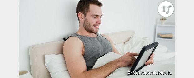 Troubles du sommeil : la lumière bleue des tablettes tactiles incriminée