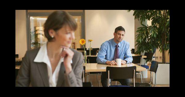 travail faut il cacher une relation amoureuse au bureau