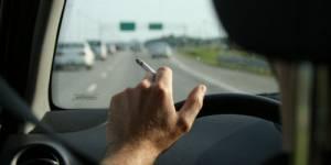 Le tabagisme passif encore plus dangereux en voiture