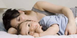 Dépression des jeunes mères : des impacts sur le développement de l'enfant