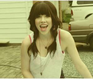 Carly Rae Jepsen dévoile le clip de « This Kiss »