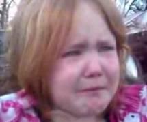 """""""Bronco Bamma girl"""" : une fillette en larmes, star de la campagne américaine - vidéo"""