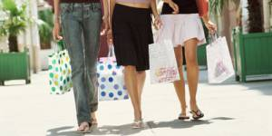 Budget shopping : avec 630 euros, les 15-24 ans soutiennent à eux seuls le secteur de l'habillement