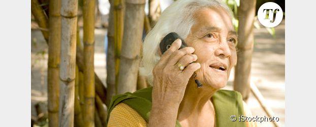 """Inde : un village interdit le portable aux femmes pour """"éviter"""" des adultères"""