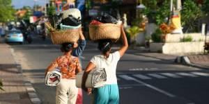 Indonésie : les femmes n'ont plus le droit de s'asseoir à califourchon sur une moto