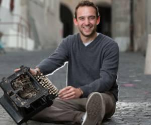 Joël Dicker ou savoir tomber pour devenir un grand écrivain - vidéo