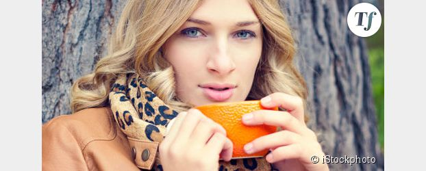 Le chocolat chaud a meilleur goût dans une tasse orange