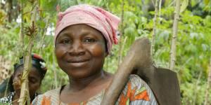 Internet : favoriser l'accès des femmes défavorisées pour augmenter le PIB