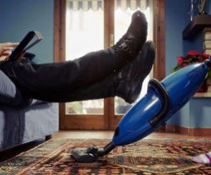 Tâches ménagères : un homme sur huit avoue ne rien faire du tout