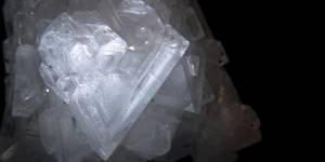 Pierre d'alun : ses vertus naturelles contre la transpiration et ses dangers