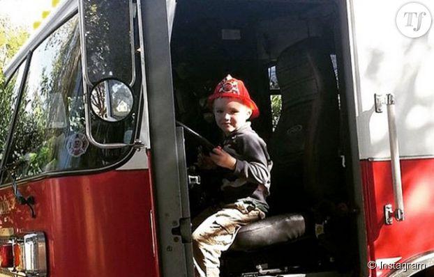 Glenn Buratti, au volant d'un camion de pompier.