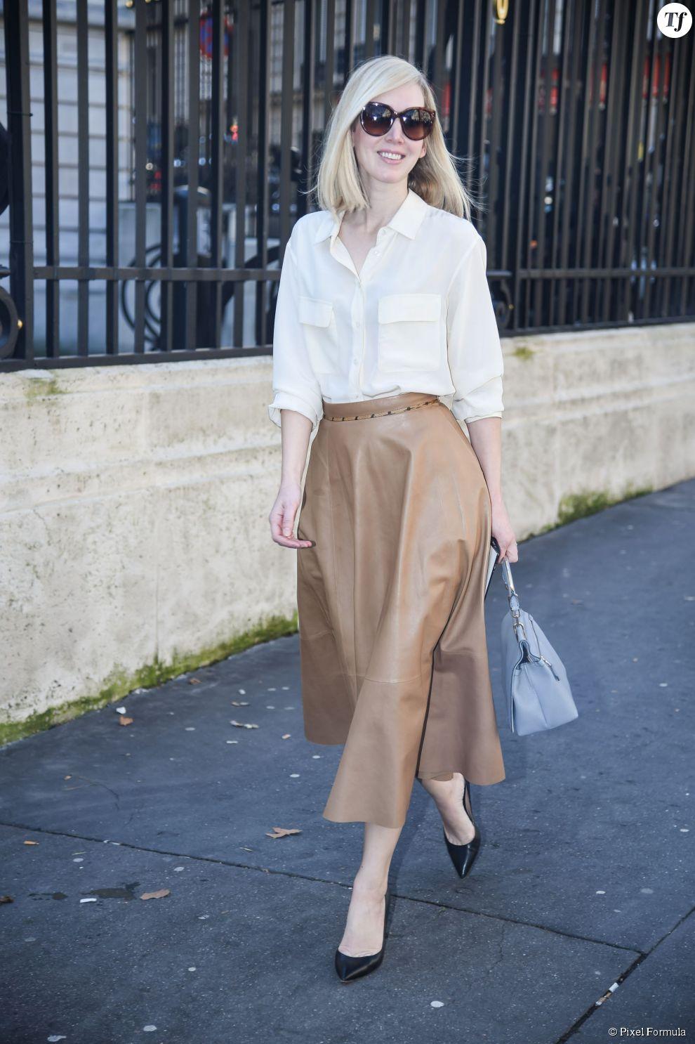 Street Style printemps-été 2015   jupe midi en cuir, chemise blanche et  escarpins ceb43f3f7911
