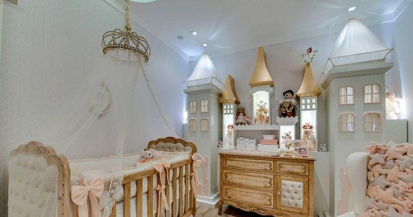 pensez au ch teau en relief sur le mur pour votre petite. Black Bedroom Furniture Sets. Home Design Ideas
