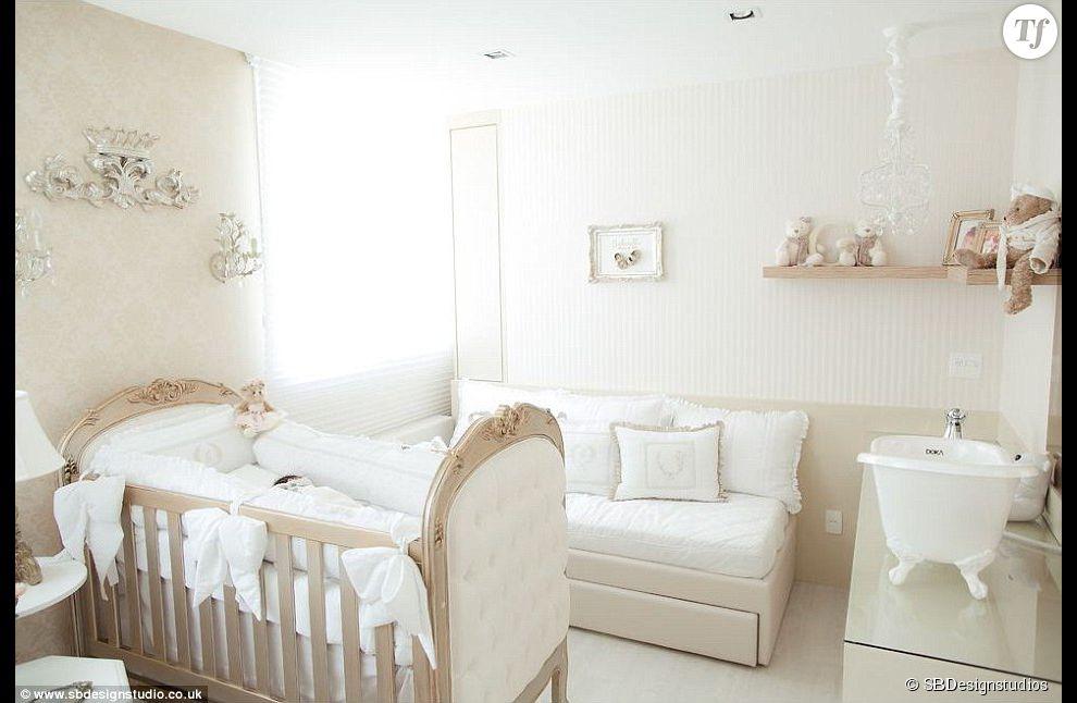 Des froufous partout pour cette chambre de petite fille for Photo de chambre de bebe fille