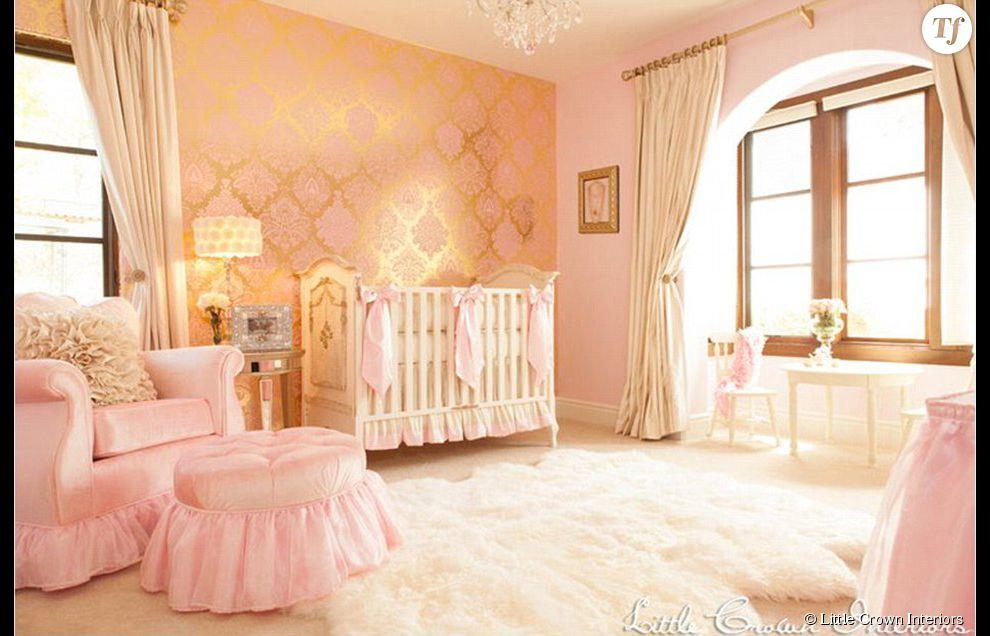 du dor et du rose pour cette chambre de petite princesse. Black Bedroom Furniture Sets. Home Design Ideas