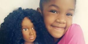 Une maman crée une poupée aux cheveux crépus pour sa fille