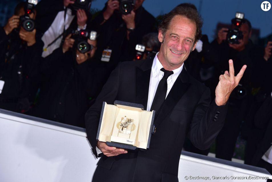Vincent Lindon avec son prix à Cannes