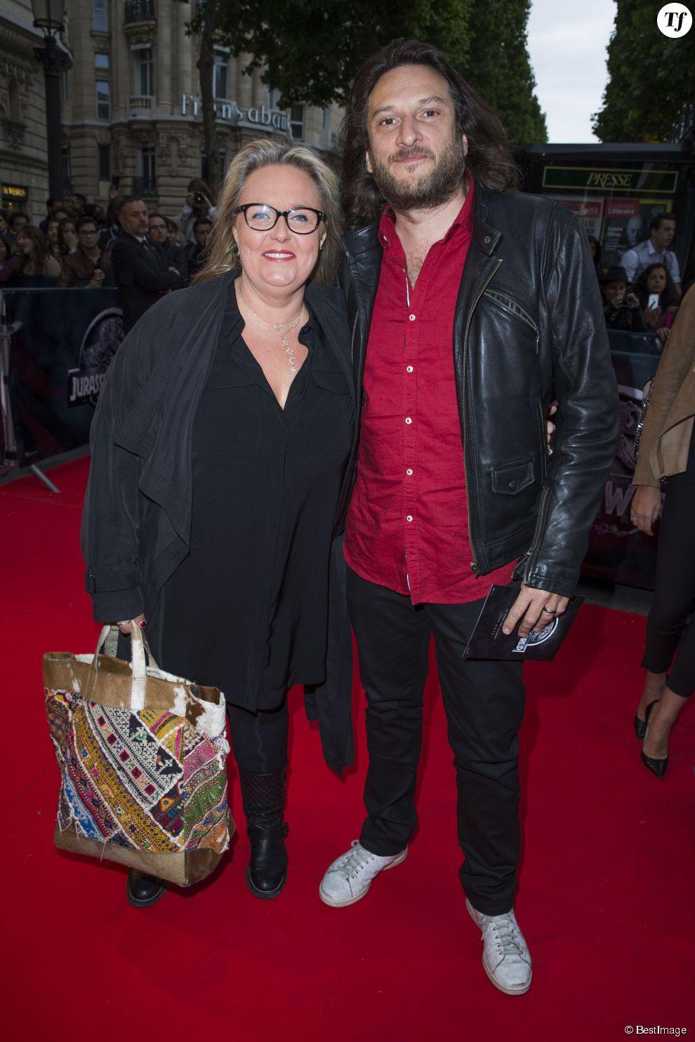 """Valérie Damidot et son compagnon Régis - Première du film """"Jurassic World"""" à l'Ugc Normandie à Paris le 29 mai 2015."""