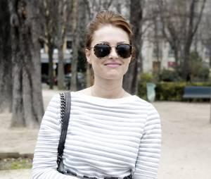 """Caroline Receveur à son arrivée au défilé de mode """"Giambattista Valli"""", collection prêt-à-porter automne-hiver 2015/2016, à Paris. Le 9 mars 2015"""