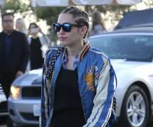 Miley Cyrus : balade romantique à Malibu avec son amoureuse Stella Maxwell (photos)