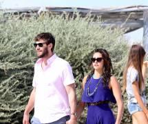 Nina Dobrev : tendre baiser avec son amoureux Austin Stowell sur une plage de Saint-Tropez (photos)