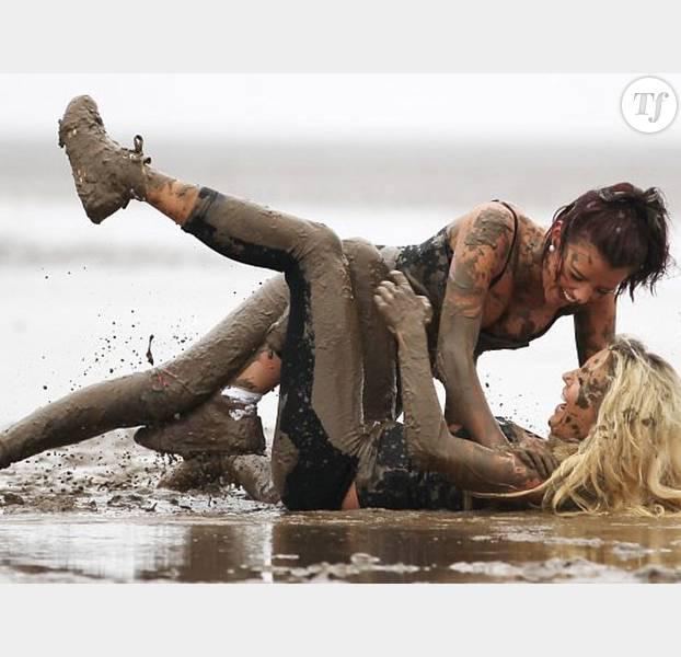 Femme nue dans la boue video - Sexe Vidos Gratuit