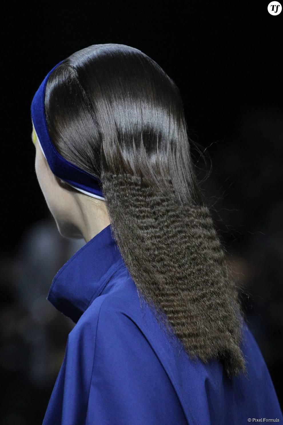 Cheveux crêpés au défilé Issez Miyake automne-hiver 2015-2016.