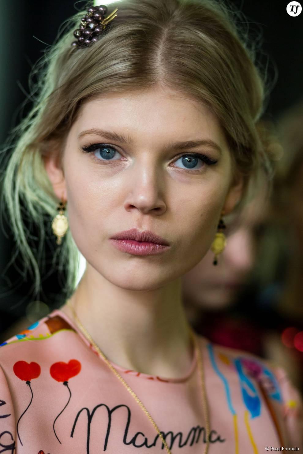 Barrette précieuse au défilé Dolce & Gabbana automne-hiver 2015-2016.