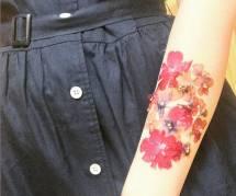 DIY : des tatouages en fleurs séchées, éphémères et 100% naturels