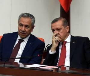 """""""En tant que femme, tenez-vous tranquille !"""" : tollé après la sortie du vice-Premier ministre turc"""